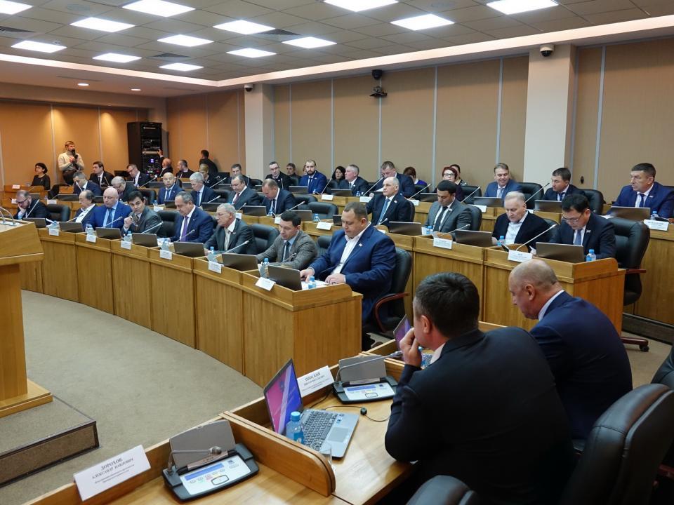 Скандальный депутат-коммунист выступил против спикера ЗС ПК