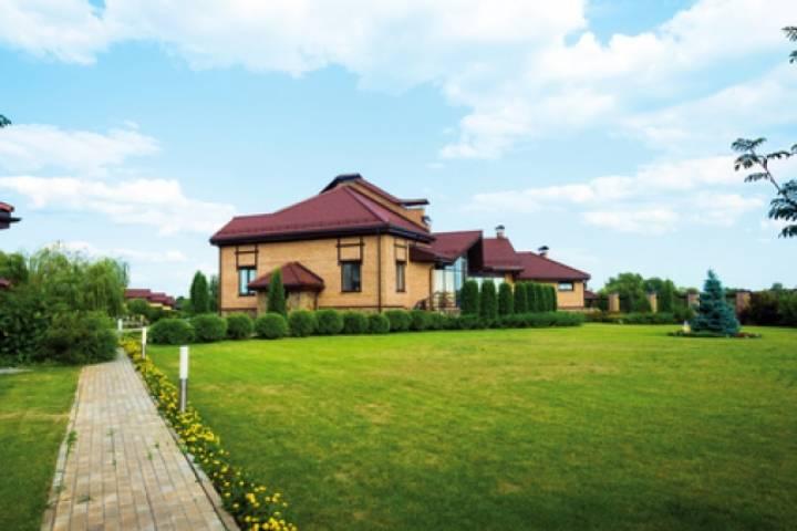 В Приморье на землях сельскохозяйственного назначения вырос коттеджный поселок
