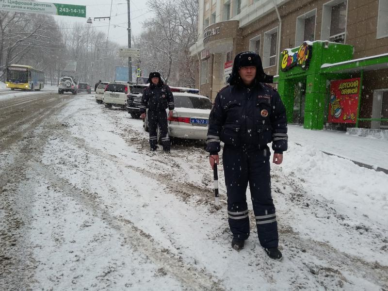 ГИБДД обратилась к водителям Владивостока из-за снегопада