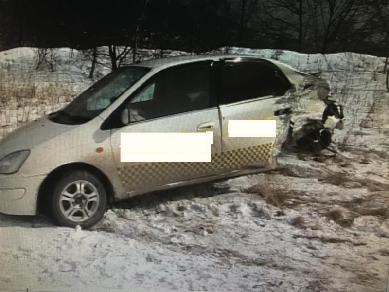 Водителя такси, устроившего ДТП, разыскивают в Приморье