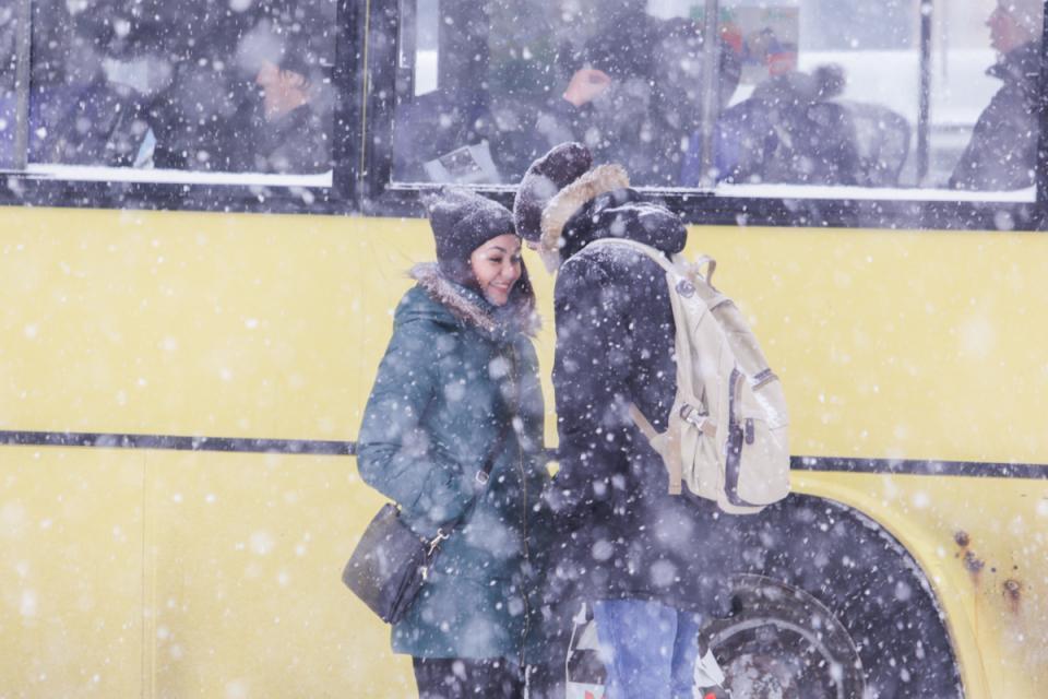 Вечером снег во Владивостоке начнет ослабевать, но усилится ветер