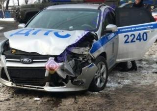 Автомобиль ДПС и Lexus не поделили дорогу в Приморье