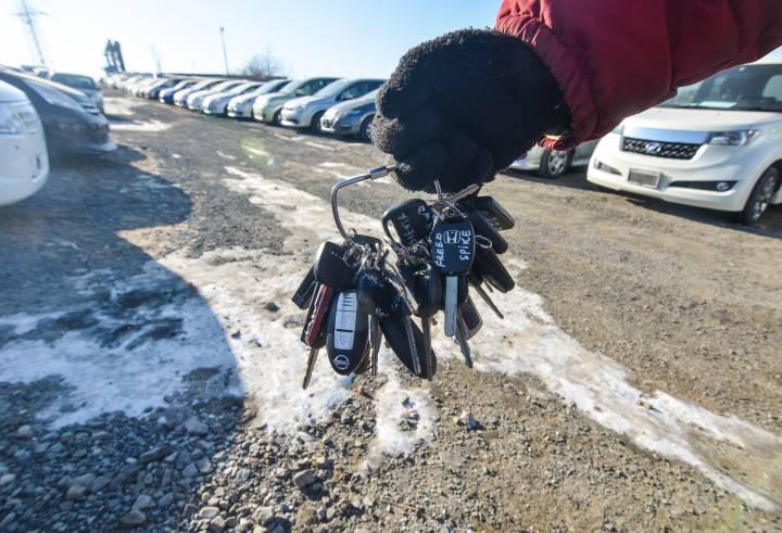 На авторынке Владивостока остается все меньше машин