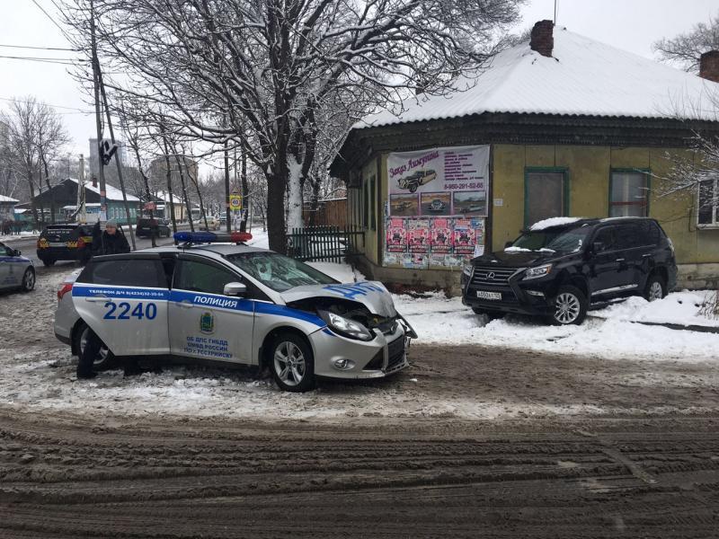 Появились подробности аварии, в которой Lexus столкнулся с автомобилем ДПС