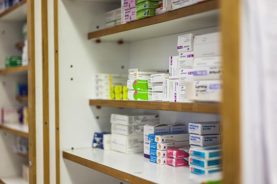 Во Владивостоке разыскивают аптечных налетчиков