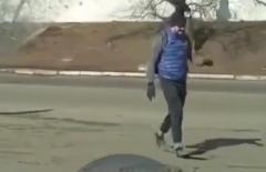 Необычную прогулку наблюдали сегодня жители Владивостока