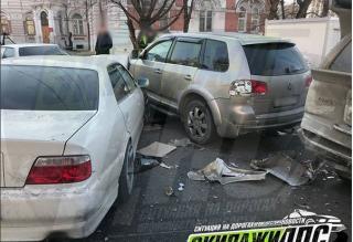 Несколько автомобилей пострадало в аварии во Владивостоке