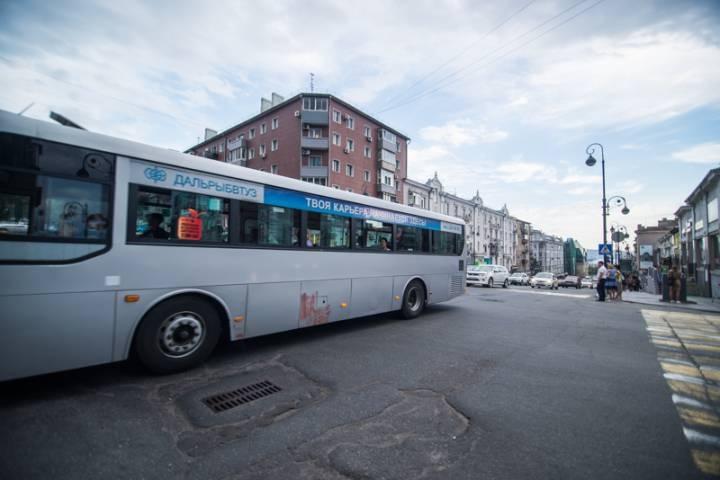Цветочные автобусы смутили жителей Владивостока