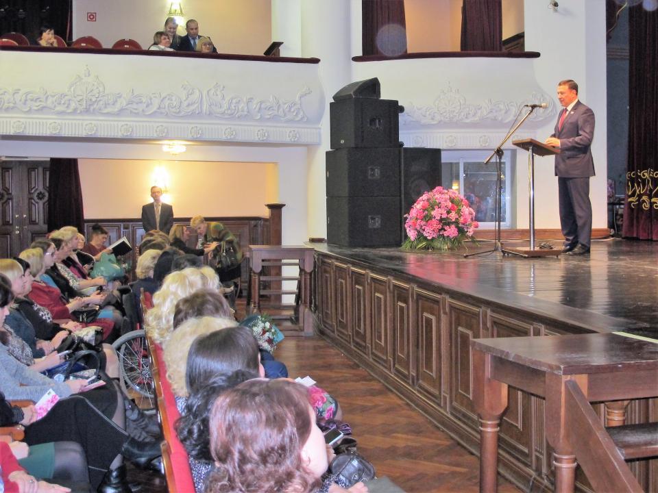 Выдающихся женщин наградили в Приморье