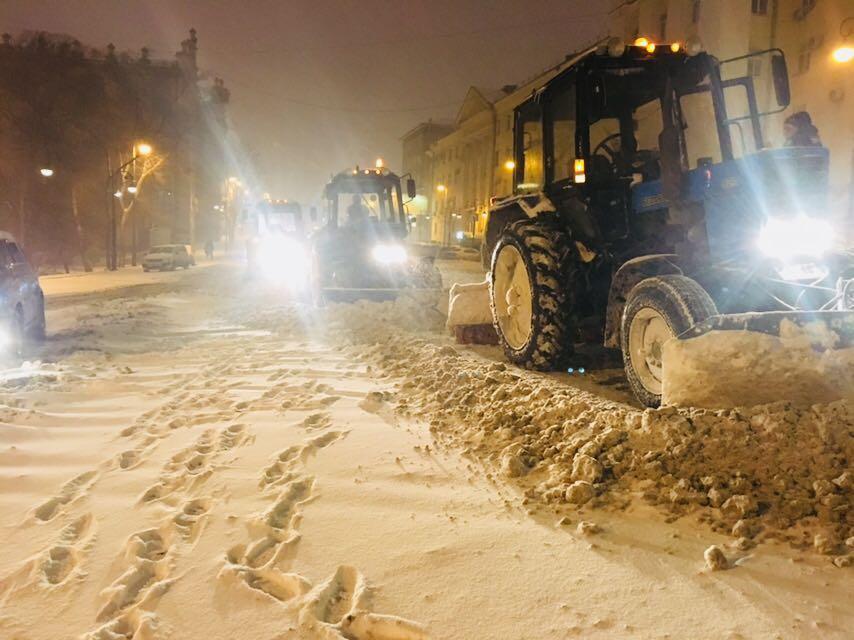 Дороги Владивостока чистили всю ночь