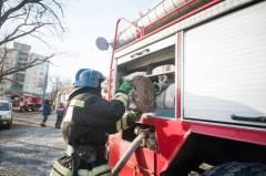 Сильный пожар произошел на улице 1-й Морской во Владивостоке