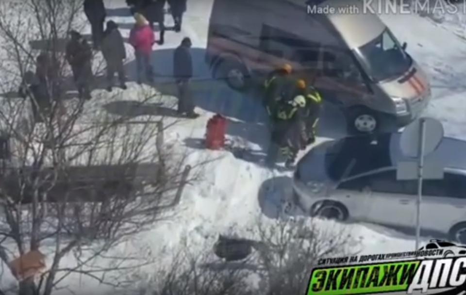 Жительница Владивостока погибла, упав в открытый люк