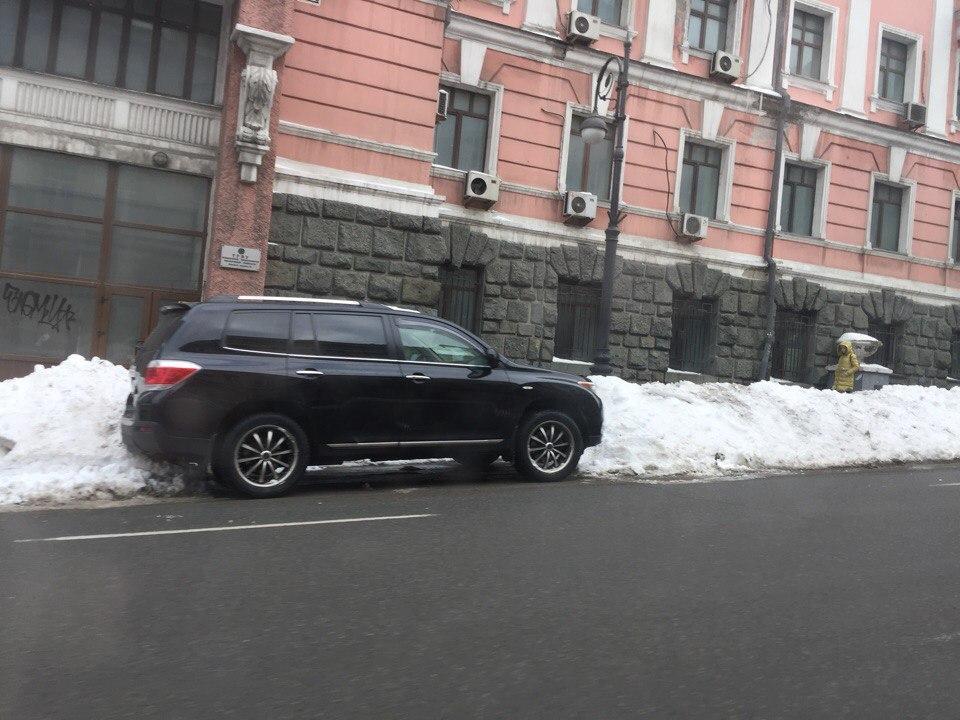 Во Владивостоке будут эвакуировать автомобили, которые мешают расчистке дорог