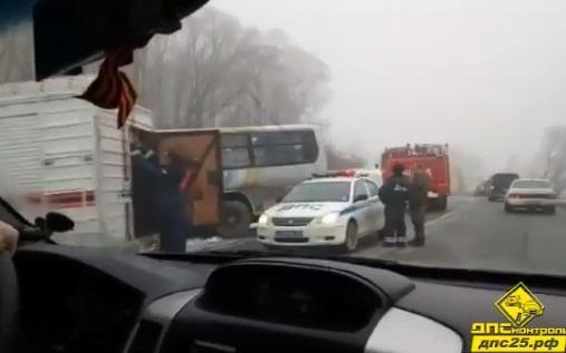 Автоледи не поделила дорогу в Приморье с пассажирским автобусом