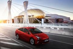 «Навороченную» Toyota Prius нового поколения привезли во Владивосток