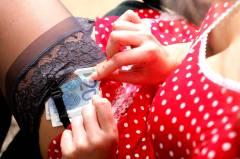 Непристойное предложение: жительниц Приморья заманивают в эскорт через мессенджер