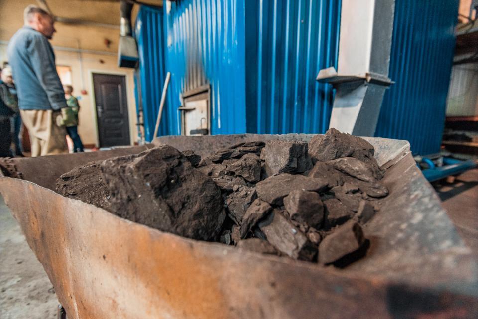 Около 300 килограммов угля украли приморцы с территории временного хранения