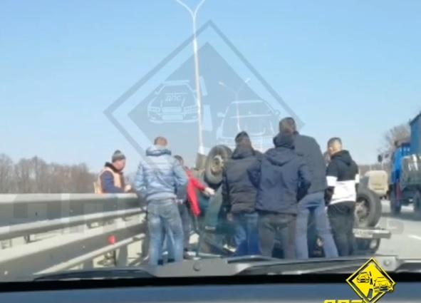 Невероятное сотворила толпа очевидцев тяжелого ДТП в Приморье