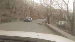 Еще одна дорога «сползает» на стройку во Владивостоке