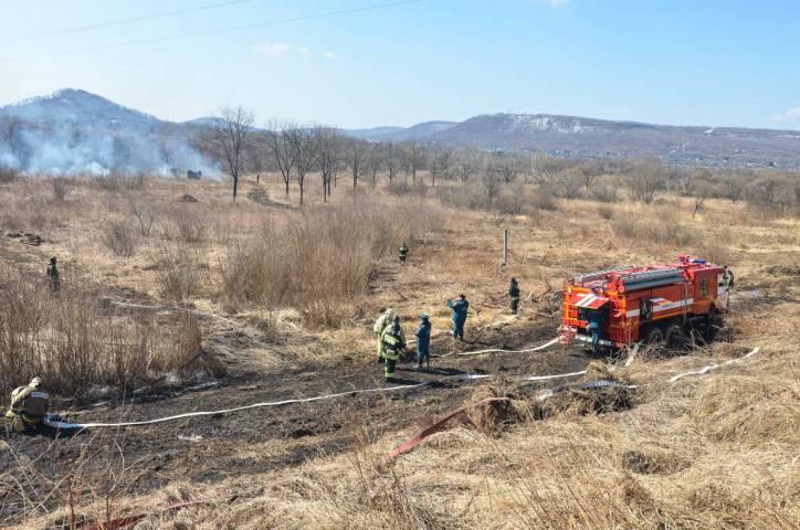 За прошедшие сутки в Приморье потушено два лесных пожара