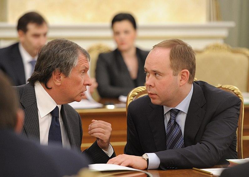СМИ назвали имя нового премьера вместо Медведева