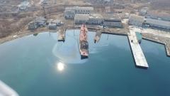 «Еруслан» продолжает тонуть и загрязнять акваторию в Славянке