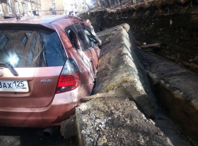 Во Владивостоке рухнула опорная стена