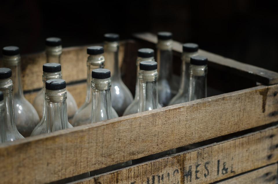Более 400 коробок с незадекларированным российским алкоголем изъято у гражданина КНДР во Владивостоке