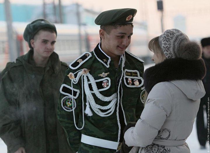 День приказа: солдат-срочников увольняют с военной службы