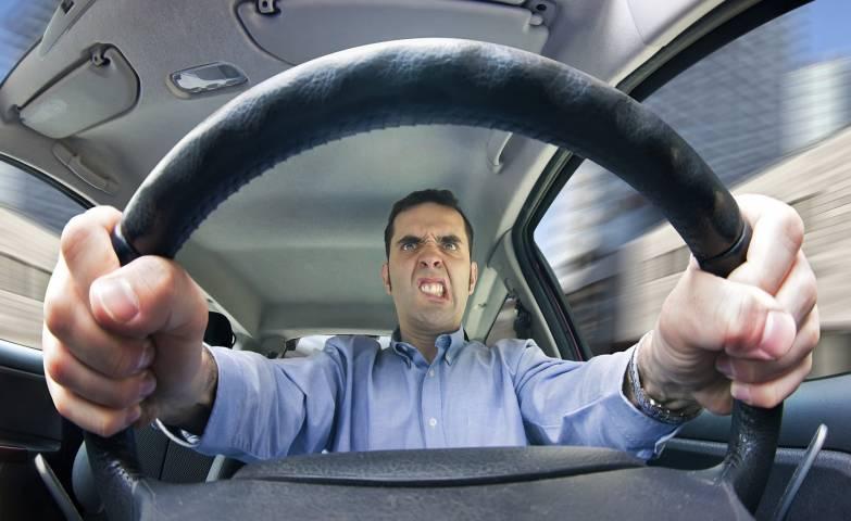 Размер штрафа за агрессивное вождение приравняют к стоимости автомобиля