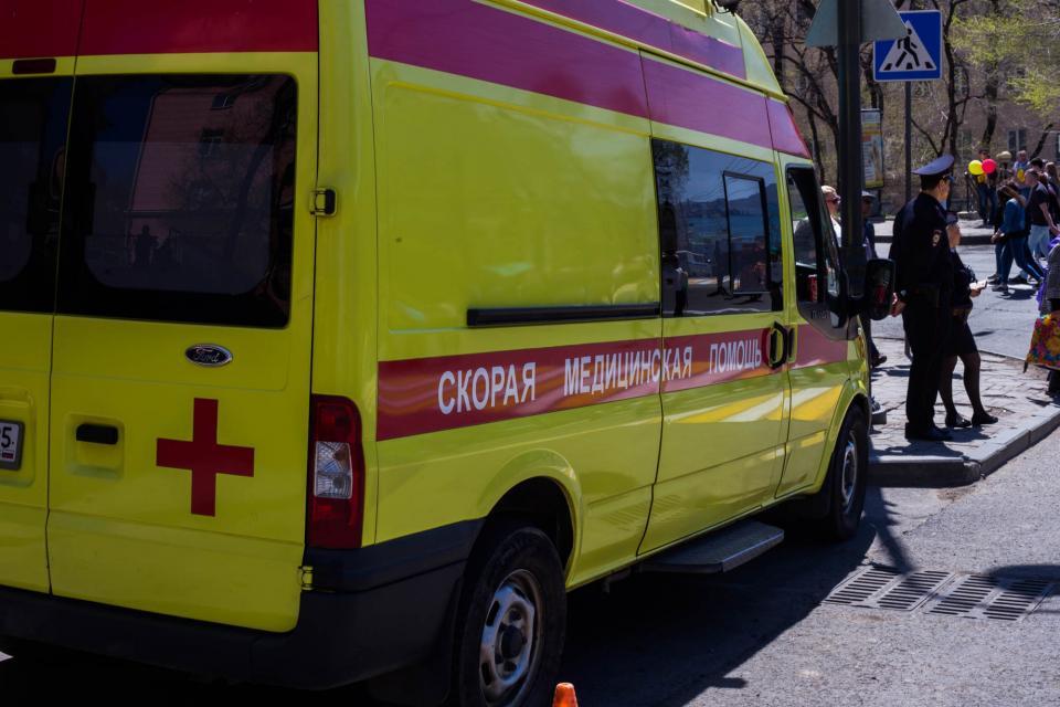 В аварии на Океанском проспекте во Владивостоке пострадала фельдшер скорой медицинской помощи