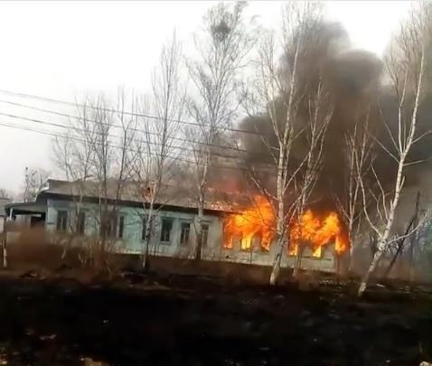 В Приморье сгорела заброшенная школа