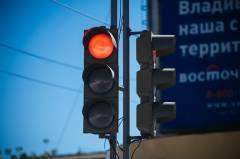 Очередной пассажирский автобус проехал на красный сигнал светофора во Владивостоке
