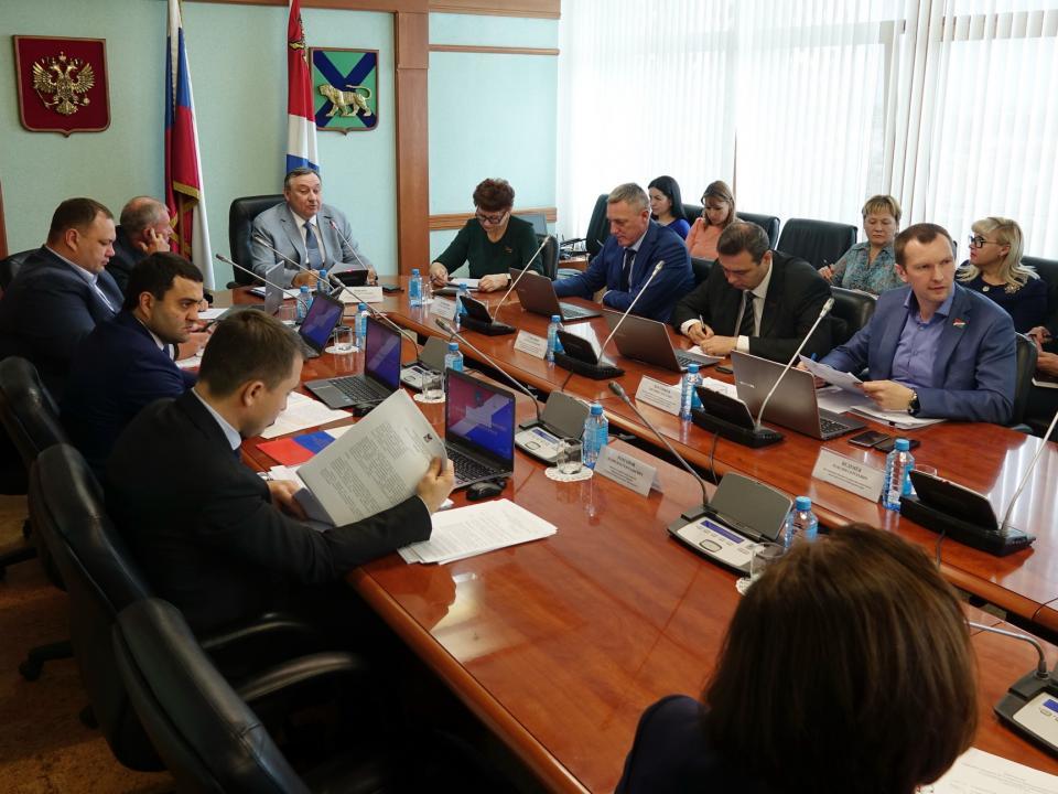 Депутаты Законодательного собрания Приморья выяснили, как повышают энергоэффективность в крае