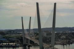 Житель Владивостока попытался пробежать по Золотому мосту