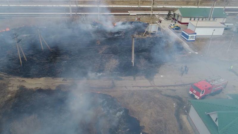 Пал травы едва не уничтожил  автозаправочную станцию в Приморье
