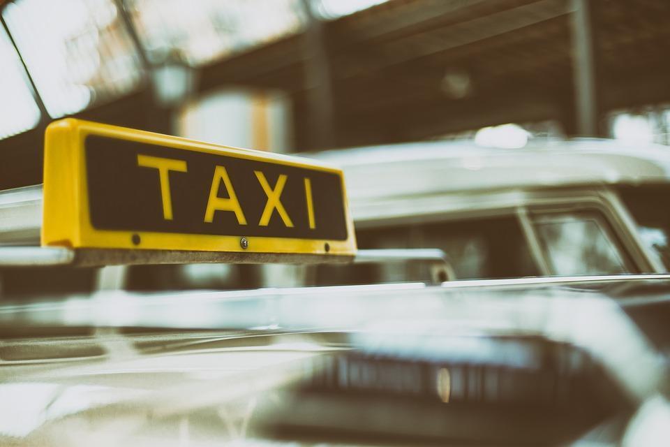 Во Владивостоке супруги устроили разборки с водителем такси