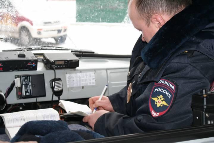 Двое пьяных мужчин пугали горожан в одном из дворов Владивостока