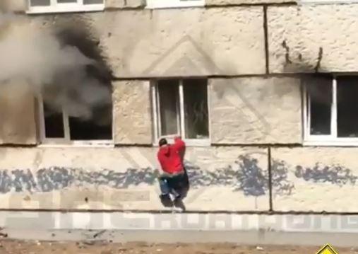 «Ломай, не бойся»: спасение во время пожара сняли на видео во Владивостоке