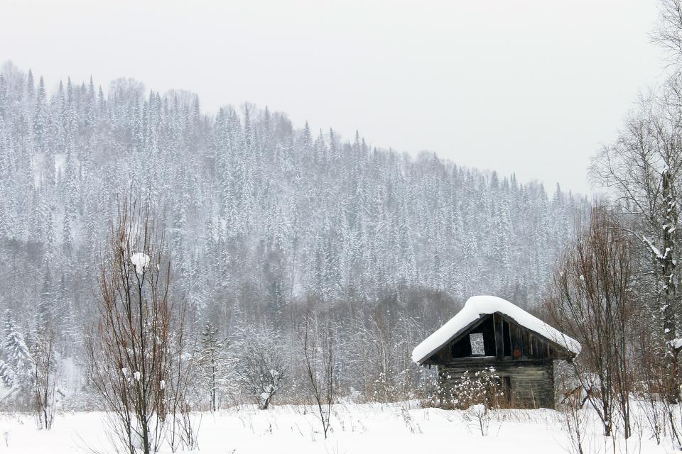 Сильный снегопад обрушился на некоторые районы Приморья