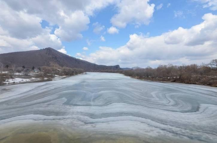 Таяние снега и льда продолжается на реках Приморья