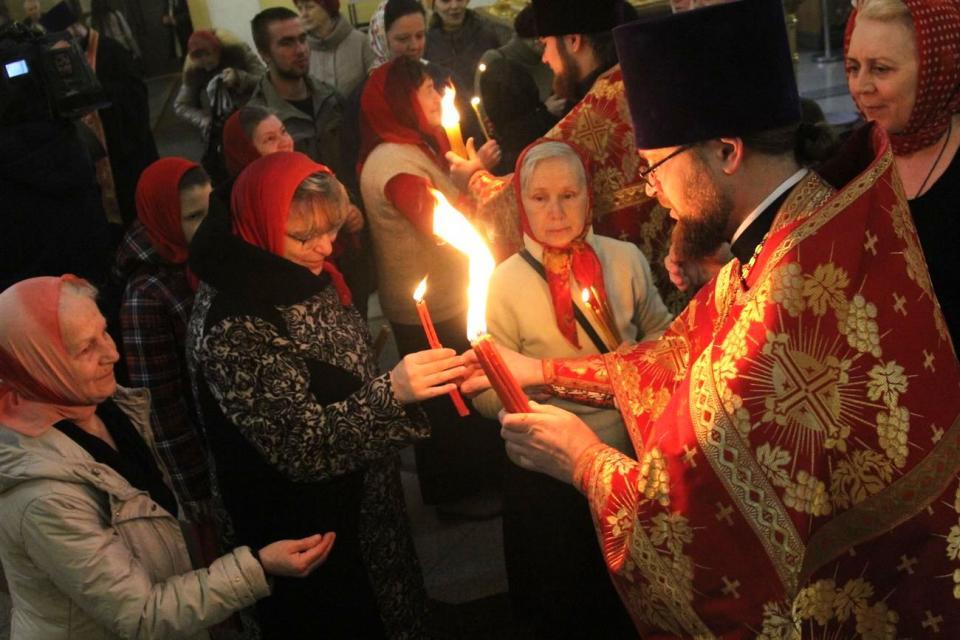 Благодатный огонь прибыл во Владивосток