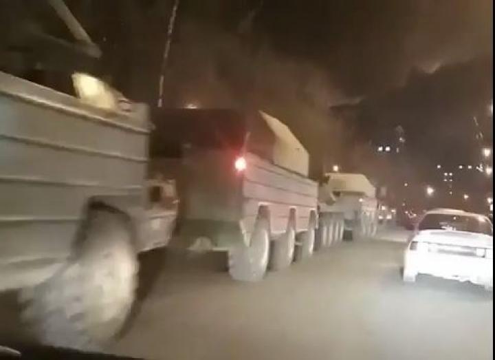 Колонна боевой техники на Второй Речке напугала жителей Владивостока