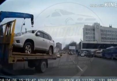 «Беспредел» эвакуаторщика сняли на видео в центре Владивостока