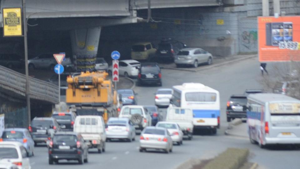 Вот что происходит под Гоголевским путепроводом во Владивостоке