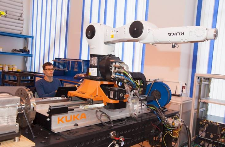 Приморские ученые наделят роботов искусственным интеллектом