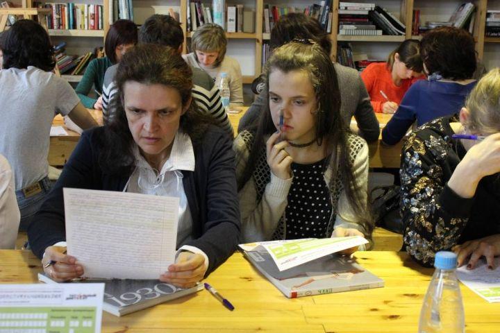 Жители Владивостока ждут результатов Тотального диктанта