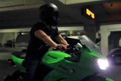 Мотоциклистам могут разрешить двигаться между рядами