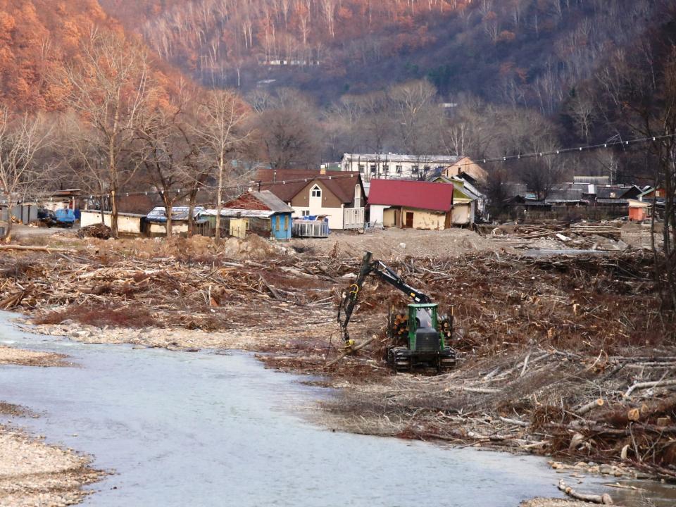 Приморье может получить деньги на расчистку заваленных тайфунами рек от правительства