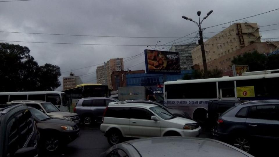 Владивосток сковали многокилометровые пробки